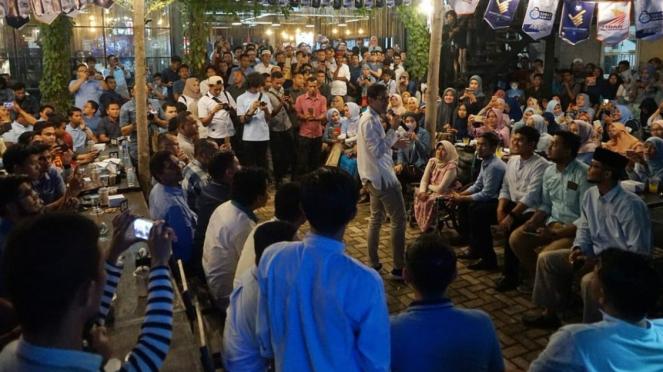 Gaya cawapres nomor urut 02 Sandiaga Uno saat kampanye di Aceh
