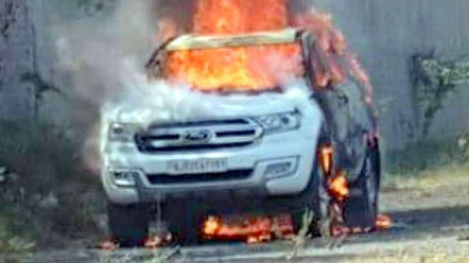 Ford Endeavour terbakar di India