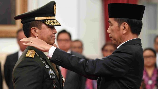 Presiden Jokowi saat lantik Andika Perkasa jadi KSAD.