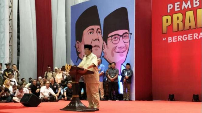 Prabowo Subianto memberi sambutan pada pertemuan relawannya.