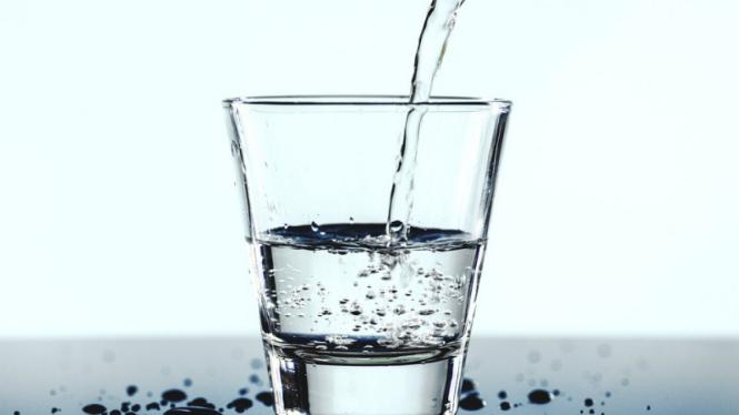 Air mineral/air putih.