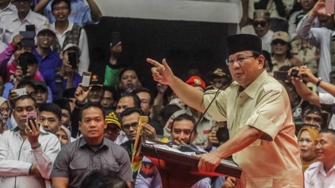 Capres Nomor Urut 02 Prabowo Subianto memberikan pidato politiknya pada acara Pembekalan Relawan Pasangan Capres-Cawapres Nomor Urut 02 Prabowo- Sandi di Istora Senayan, Jakarta