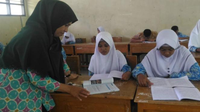 Andi Rosna, guru honorer di Makassar