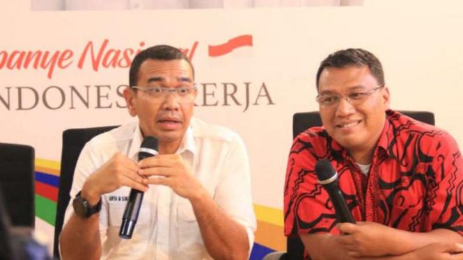 Juru Bicara Tim Kampanye Nasional Jokowi-Ma'ruf, Arya Sinulingga (kiri)