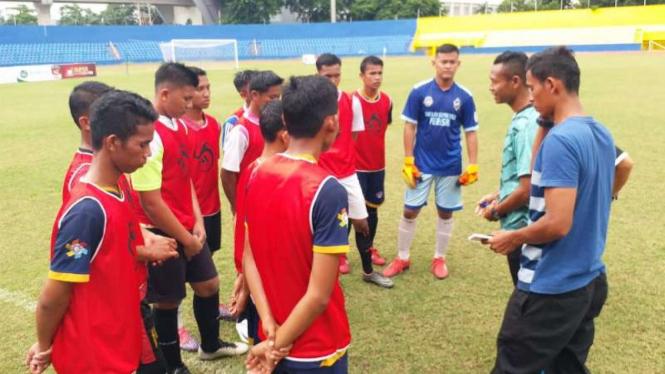 Mahyadi Panggabean melatih PS Palembang.