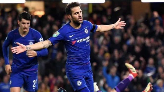 Gelandang Chelsea, Cesc Fabregas, melakukan selebrasi usai mencetak gol