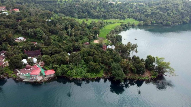 Foto udara kawasan Batu Baraguang, Nagari Sumpu, Danau Singkarak, Kabupaten Tanah Datar, Sumatera Barat