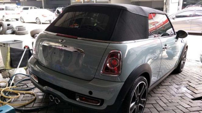 Mobil MINI Cooper pemberian Gading yang dijual Gisel