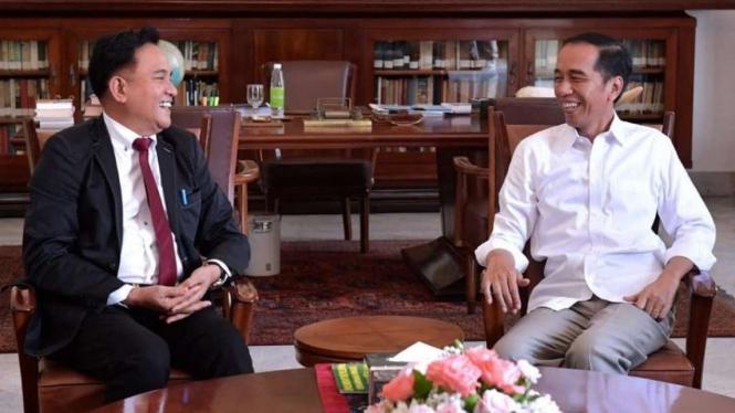 Presiden Joko Widodo dan Yusril Ihza Mahendra bertemu di Istana Bogor, Jumat 30 November 2018.