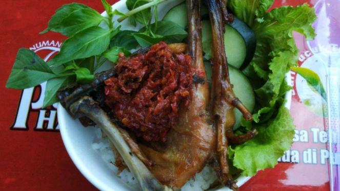 Menu Ayam Kalasan Sambal Ganja di Festival Makanan Pedazz di Semarang