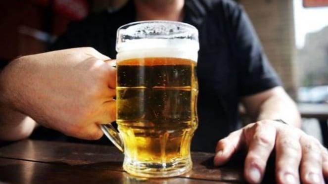 Bir, salah satu minuman pemicu asam urat tinggi.
