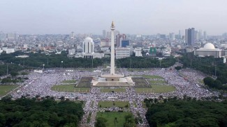 Umat muslim mengikuti aksi reuni 212 di Monas Jakarta, Minggu (2/12/2018) tahun lalu.