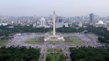 Umat muslim mengikuti aksi reuni 212 di Monas Jakarta, Minggu (2/12/2018).