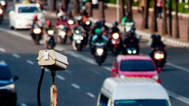 Kamera pengawas atau Closed Circuit Television (CCTV) terpasang di kawasan Jalan MH Thamrin, Jakarta