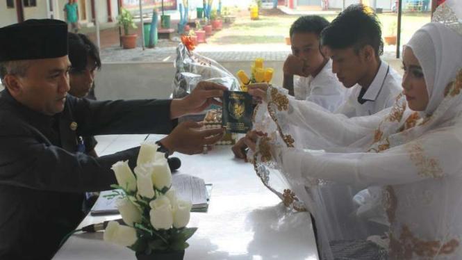 Hasil gambar untuk Seorang napi menikah dalam Lapas