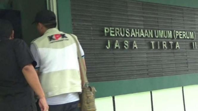 Komisi Pemberantasan Korupsi dilaporkan menggeledah kantor PT Jasa Tirta (PJT) II Kabupaten Purwakarta, Jawa Barat, pada Selasa, 4 Desember 2018.