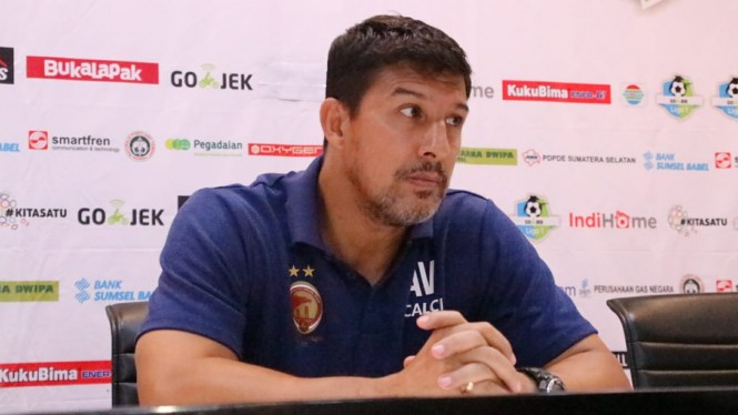Angel Alfredo Vera ketika menangani Sriwijaya FC.