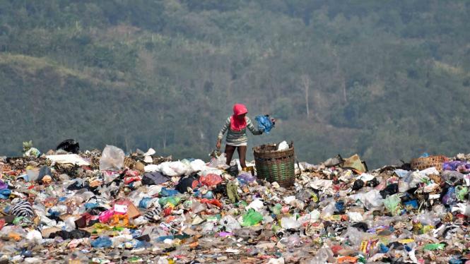 Sorot sampah plastik