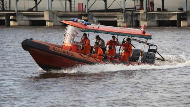 Ilustrasi pencarian korban oleh tim Basarnas