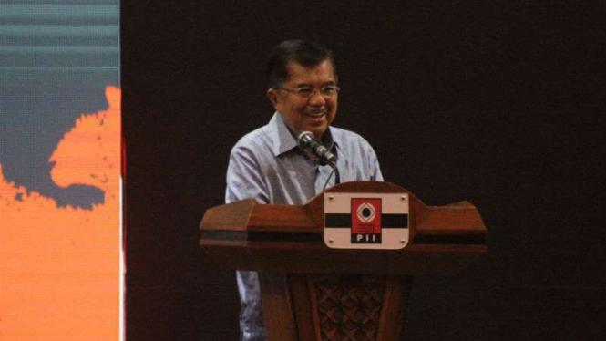 Wakil Presiden Jusuf Kalla dalam kongres Persatuan Insinyur Indonesia di Kota Padang, Sumatera Barat, Kamis, 6 Desember 2018.