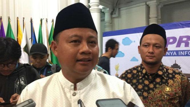 Wakil Gubernur Jawa Barat Uu Ruzhanul Ulum dalam dialog bertajuk Jabar Punya Informasi di Bandung, Kamis, 6 Desember 2018.