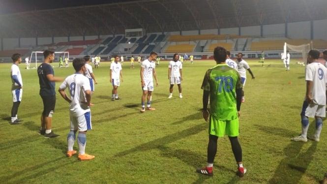 Pemain Persib Bandung berlatih