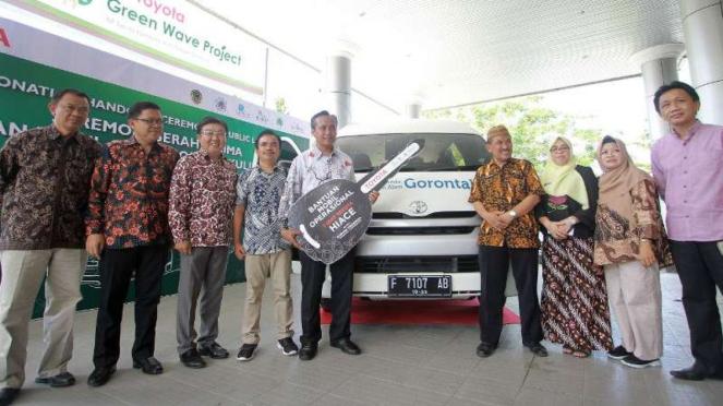 Toyota menyumbang satu unit HiAce ke Burung Indonesia