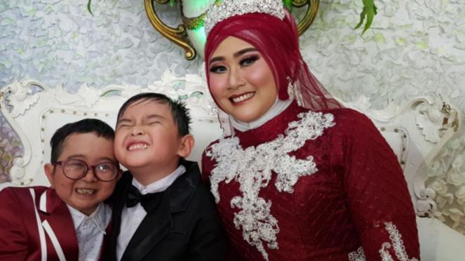 Daus Mini-Selvia menikah