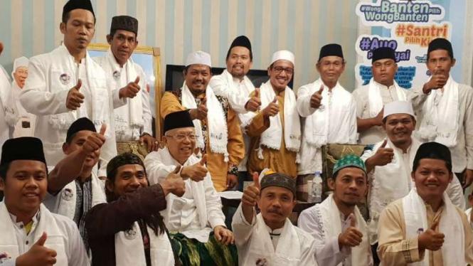 Perwakilan ulama dan kiai dari Kabupaten Bekasi mendukung Jokowi-Ma'ruf Amin