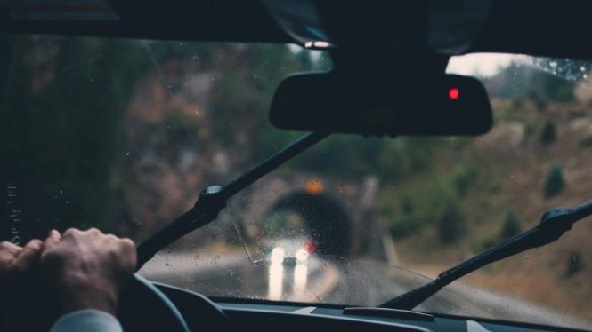 Ilustrasi berkendara.