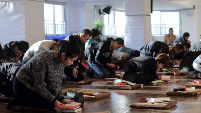 Polisi China Tahan Pendeta Paling Kritis dan Ratusan Jemaatnya