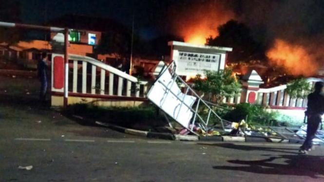 Pembakaran Polsek Ciracas, Jakarta Timur