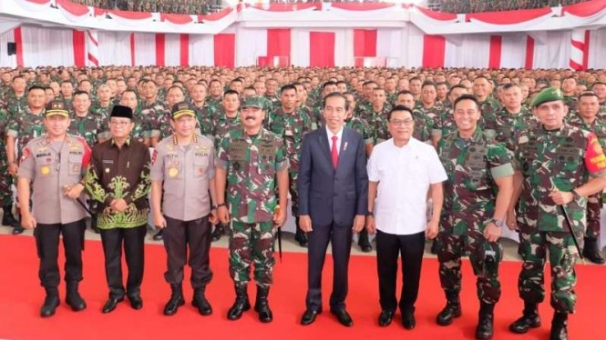 Presiden Jokowi, Panglima TNI dan Kapolri bersama Babinsa se-Sumatera