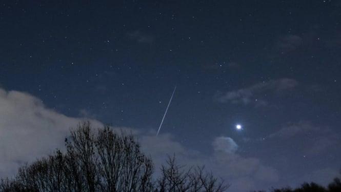 Ilustrasi hujan meteor.