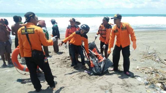 Disapu Ombak Laut Selatan, Dua Remaja Masjid tewas