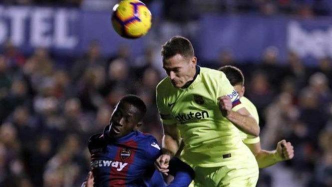 Cedera Lagi, Bek Barcelona Absen Satu Bulan