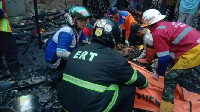 Tujuh Orang Tewas Terpanggang Dalam Kebakaran Rumah Ketua Rt