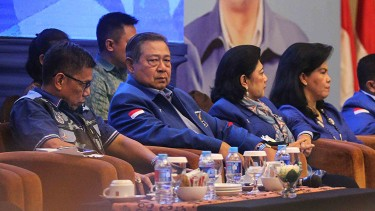 Ketua Umum Partai Demokrat, Susilo Bambang Yudhoyono (SBY) (kedua kiri)