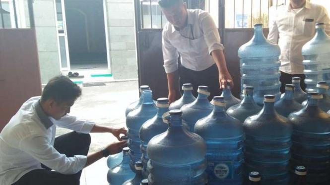 Tiga Tersangka Pemalsu Air Minum Aqua Dibekuk