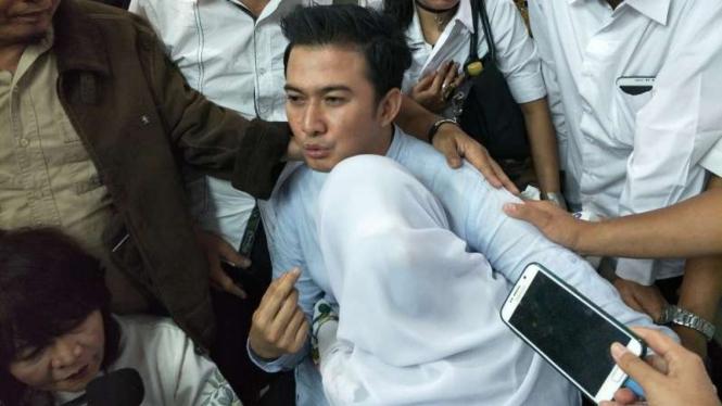 Mandala Shoji Divonis Penjara, Istri Tak Bisa Tahan Tangis