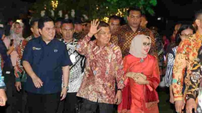 Wakil Presiden RI, Jusuf Kalla (tengah)