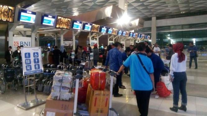 Terciduk Di Bandara, Wn Mozambik Oplos Sabu Dengan Handuk Dan Kaos