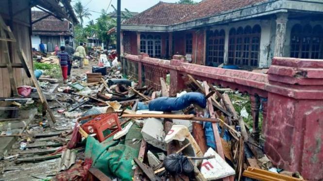 Dampak gelombang tsunami di Kecamatan Sumur, Kabupaten Pandeglang, Banten