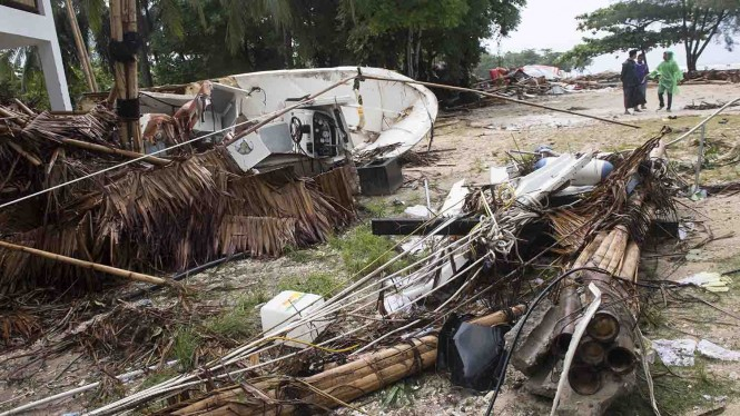 Dampak kerusakan akibat bencana Tsunami di Pantai Tanjung Lesung, Banten, Jawa Barat, Minggu, 23 Desember 2018.