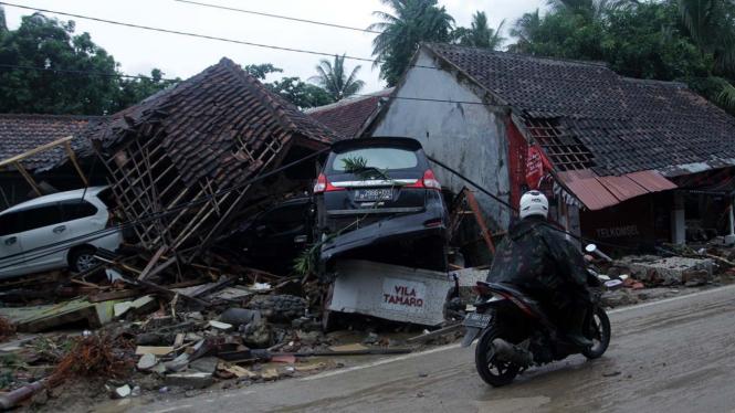 Kondisi Pantai Anyer dan Carita Pasca Tsunami