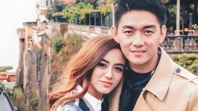 Ifan Seventeen dan mendiang sang istri, Dylan Sahara.