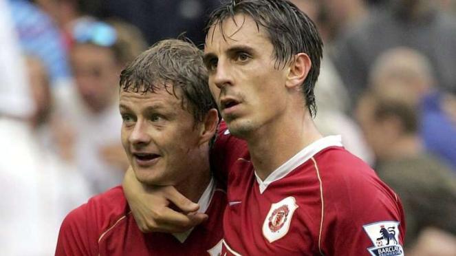 Ole Gunnar Solskjaer dan Gary Neville saat masih membela Manchester United