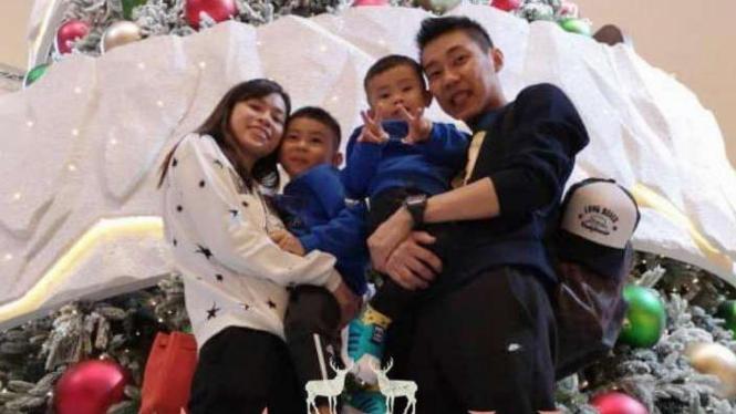 Maestro tunggal putra bulutangkis Malaysia, Lee Chong Wei bersama keluarga.
