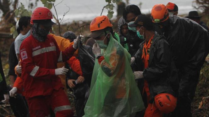 Evakuasi Jenazah Korban Tsunami Selat Sunda