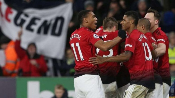 Para pemain Manchester United merayakan gol Anthony Martial (kiri)